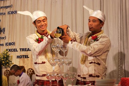 homens birmaneses se casam1