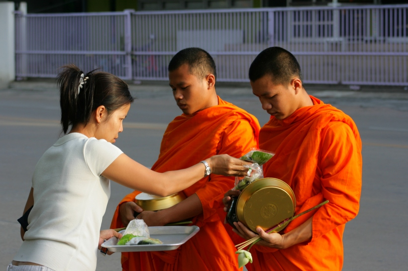 Monks_in_Thailand